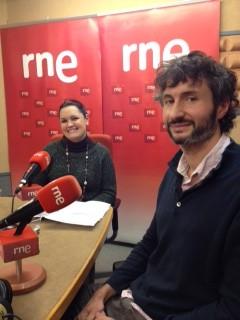 Asociacion Ulertuz y el grupo El beso de Klimt en RNE
